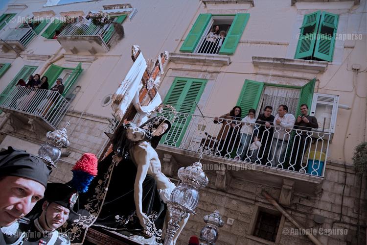 "The ""Pietà"" statue carried across Molfetta's streats"