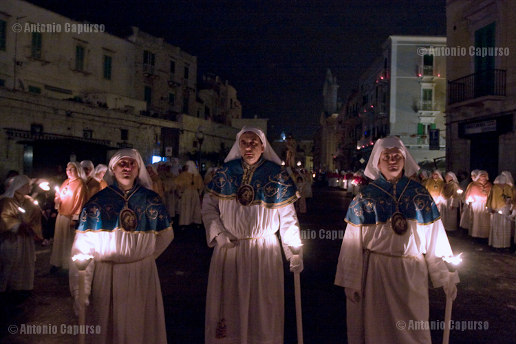 Confratelli marching the last stretch of the religious procession during Holy Saturday