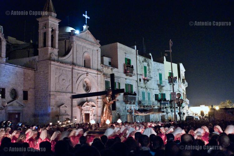 Uscita del venerdì dei Santi Misteri: Cristo carico della Croce