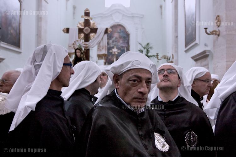 Chiesa del purgatorio: confratelli in attesa