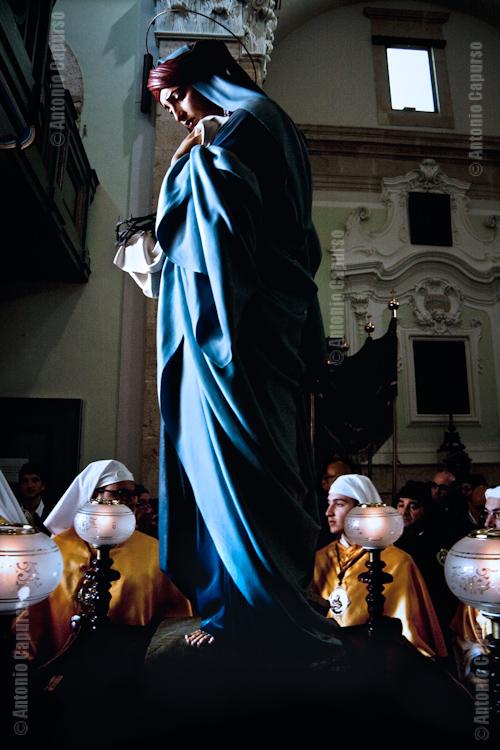 Chiesa del purgatorio: uscita di Maria Cleofe