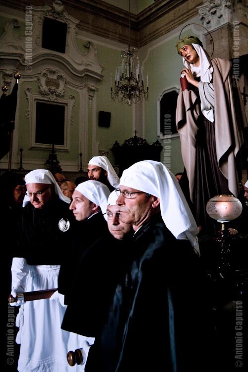 Chiesa del purgatorio: uscita di Maria Salomé