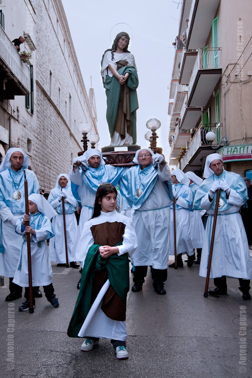 Confraternita dell'Immacolata metre trasporta Maria Maddalena