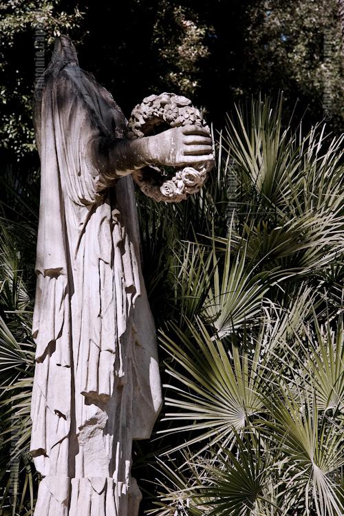 Villa Pamphii - Statua in rovina